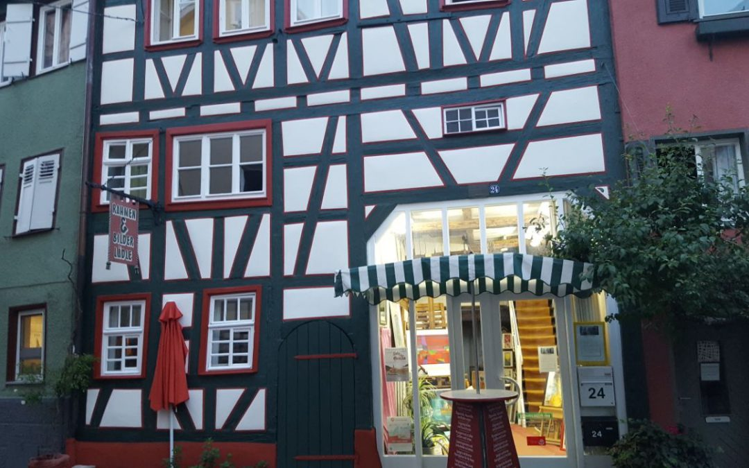 Rahmen und Fassade